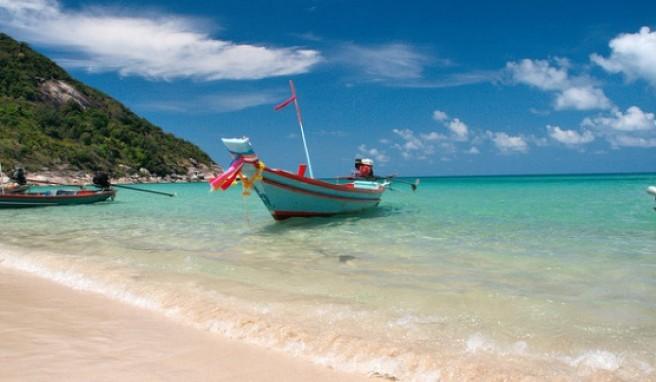 Urlaubsgrüße aus dem Paradies:Bunte Boote am Bottle Beach.