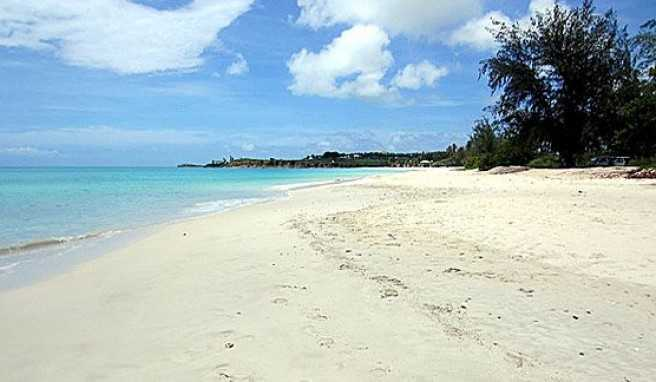 Fort Bay auf Antigua. Einer von vielen Karibik Traumstränden auf Antigua und Barbuda.