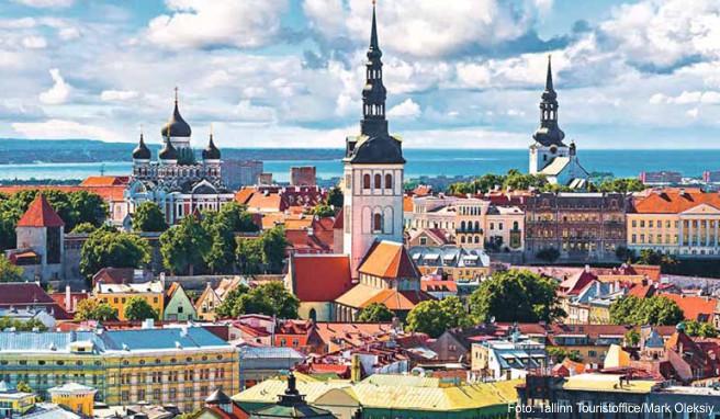 Panoramablick über die estnische Kapitale Tallinn, die zum UNESCO-Weltkulturerbe gehört