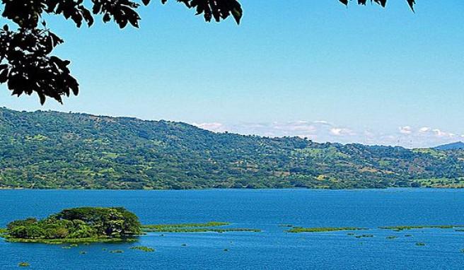 Grünes Land El Salvador in Mittelamerika mit vielen Seen