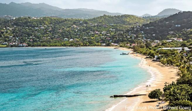 Südlich der Inselhauptstadt St. George's erstreckt sich der kilometerlange Strand Grande Anse