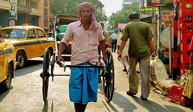 Wuselndes Verkehrschaos ist Alltag in Kolkata/Kalkutta in Indien