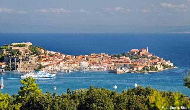Blick auf Elbas malerische Hauptstadt Portoferraio