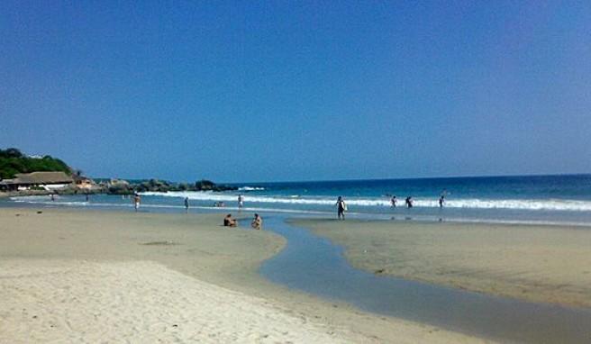 Endlose Strände an der mexikanischen Pazifikküste bei Puerto Escondido