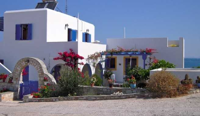 Die Häuser auf Paros sind meist typisch griechisch gestaltet.