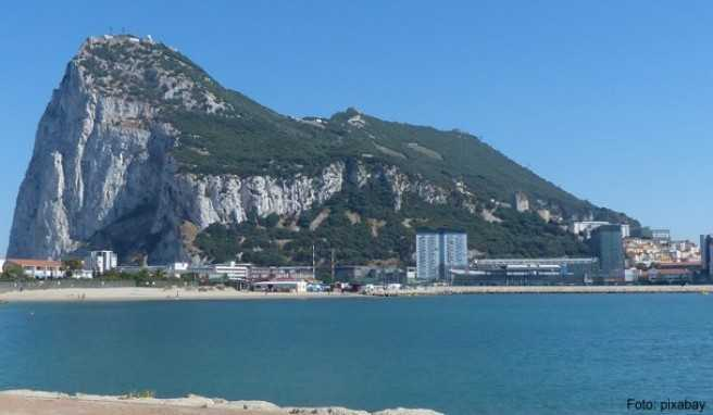 Wie in die Landschaft geworfen: Gibraltars imposanter Kalksteinfelsen