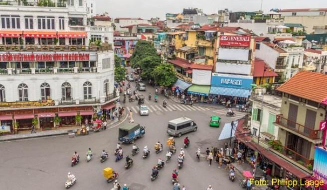 Fußgänger können sich in dem Gassengewirr der Altstadt von Hanoi leicht verirren.