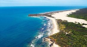 Der 75-Mile-Beach auf Fraser Island ist 123 Kilometer lang. Er gilt als offizielle Straße