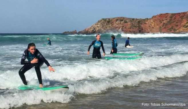 Standhaft bleiben: Beim Wellenreiten eine gute Figur abzugeben, ist schwieriger, als es aussieht