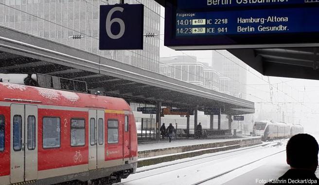 Schnee sorgte in einigen Regionen Deutschlands für Zugverspätungen und Zugausfälle. Betroffenen Bahnkunden steht eine Entschädigung zu