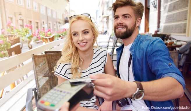 Spätestens vor Beginn der Reise sollten Sie klären, welches Zahlungsmittel in Ihrem Fall geeignet ist