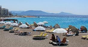 Sonnenbaden auf Rhodos? Das sollte auch nach einem möglichen Ausstieg Griechenlands aus der Eurozone ohne größere Probleme möglich sein