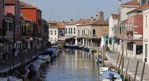 Ein komplett ausgestattetes Haus am Wasser in Venedig. An verschiedenen Urlaubsorten finden sich Haustauscher