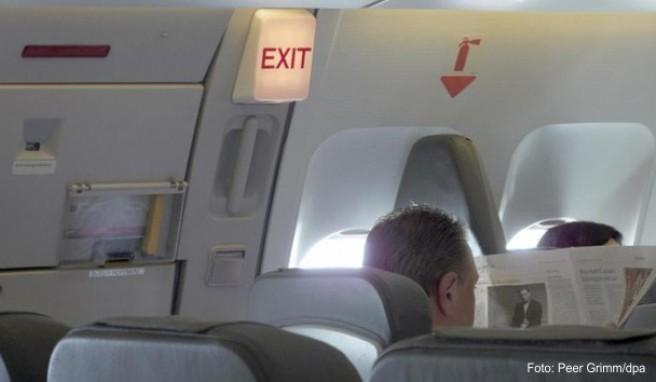 Nicht jeder Passagier kann es sich am Notausgang gemütlich machen