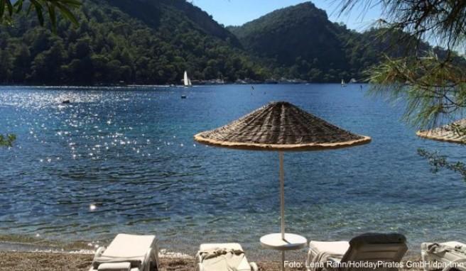 Entspannen an der türkischen Riviera - das ist in diesem Jahr besonders günstig möglich. Die Reisepreise sind wegen der stockenden Nachfrage niedrig, Urlauber können Last-Minute-Schnäppchen machen