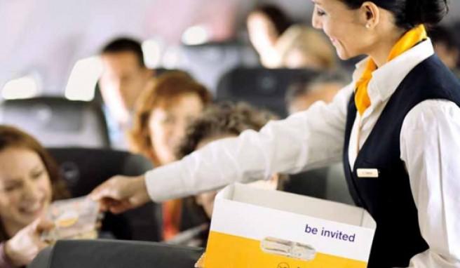 Bordservice und Sitzkomfort auf Urlaubsflügen: Was man von den Airlines auf der Kurz- und Mittelstrecke erwarten kann