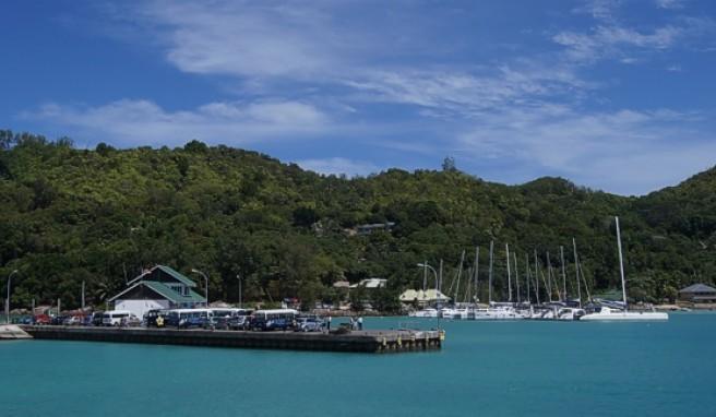 Der Fähranleger auf der Seychellen-Insel La Digue
