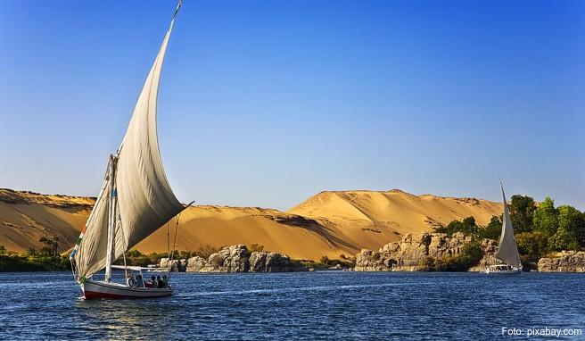 Wie ein 1700 Kilometer langes grünes Band zieht sich der Nil durch die Wüste