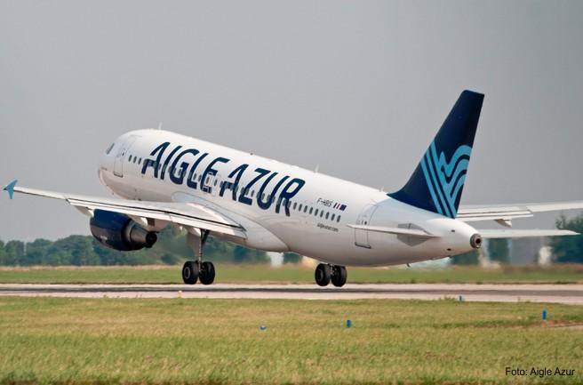Flugzeug der Aigle Azur beim Start