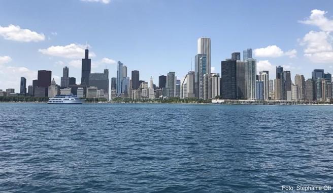 In Chicago eröffnet ein neues Architekturzentrum. Hier sind dann Ausstellungen über berühmte Wolkenkratzer zu sehen