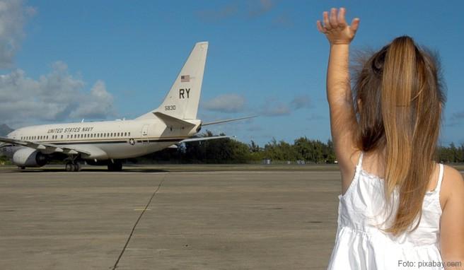 Kinder alleine im Flugzeug auf Reisen
