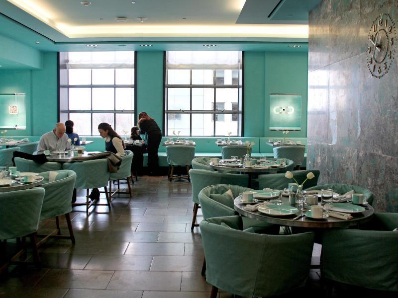 »Frühstück bei Tiffany«: Im »Blue Box Cafe« im vierten Stock des Geschäfts können Besucher seit kurzem mit Blick auf den Central Park frühstücken