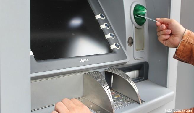 Innerhalb der EU fallen keine zusätzlichen Gebühren beim Geldabheben am Automaten für den Auslandseinsatz an