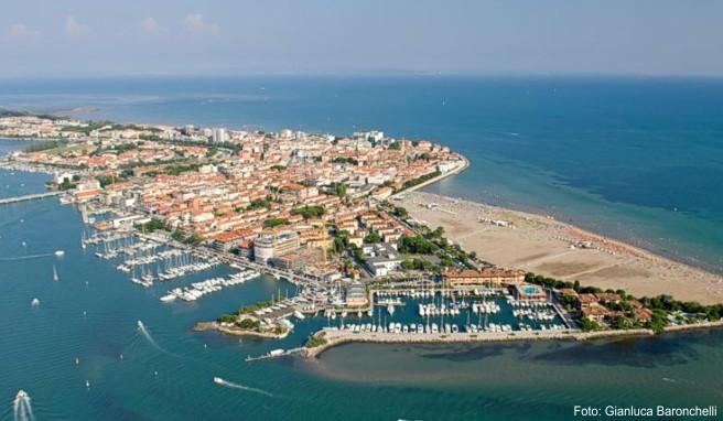 Grado ragt ins Meer: Die Stadt liegt auf einer Düne