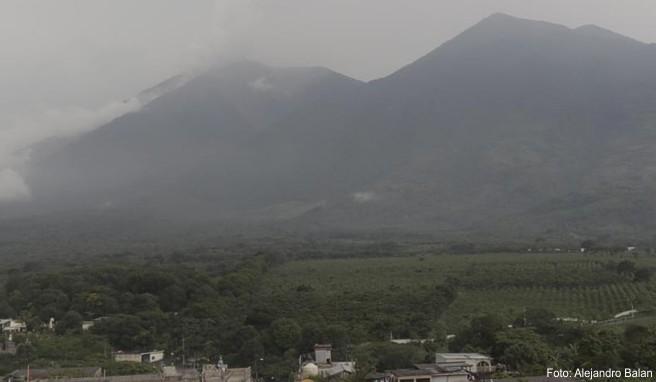 Nach der heftigen Vulkaneruption mit Dutzenden Toten ist der Volcán de Fuego in Guatemala wieder ausgebrochen