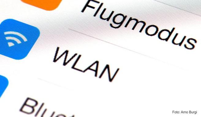 Internet im Flugzeug halten einer Umfrage aus dem Jahr 2018 des Bundesverbands der deutschen Luftverkehrswirtschaft zufolge rund 47 Prozent der Befragten für eine gute Sache