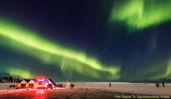 Der Winter ist auf Island die günstigere Jahreszeit. Zwar sind die Temperaturen eisig, dafür lassen sich Polarlichter beobachten
