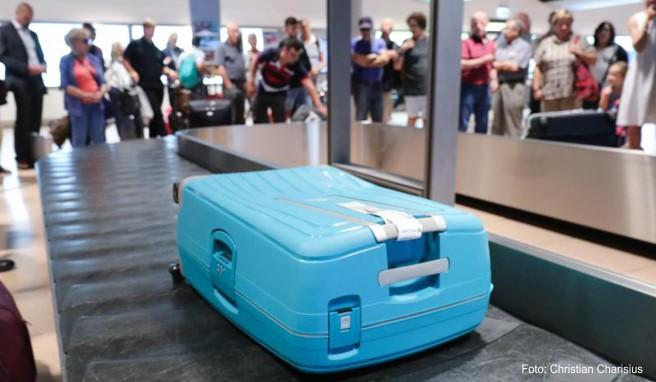 Koffer werden beim Ein- und Ausladen nicht gerade sanft behandelt. Eine Folie bietet ihnen Schutz - nicht nur vor Kratzern, Dellen und Rissen.