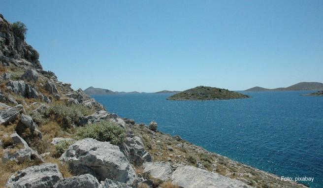 Die Inselgruppe erstreckt sich entlang der Adriaküste zwischen Zadar im Norden und Šibenik im Süden.