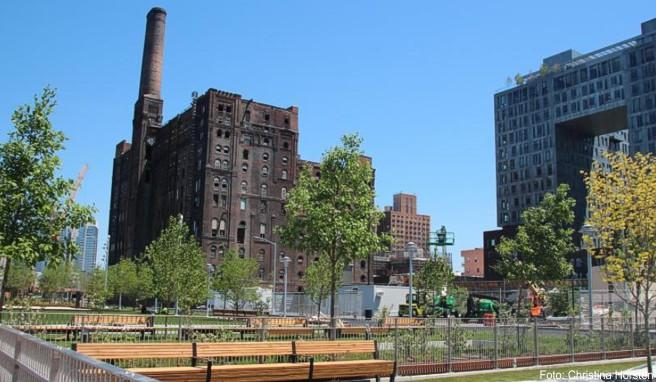 Das Gelände um die ehemalige Zuckerfabrik «Domino Sugar Factory» in Brooklyn ist in den neuen «Domino Park» umgewandelt worden