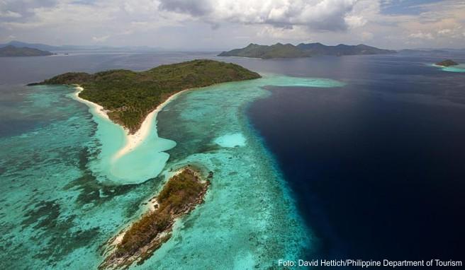 Palawan gehört zum asiatischen Inselstaat der Philippinen. Urlauber können viele vorgelagerte Inseln erkunden