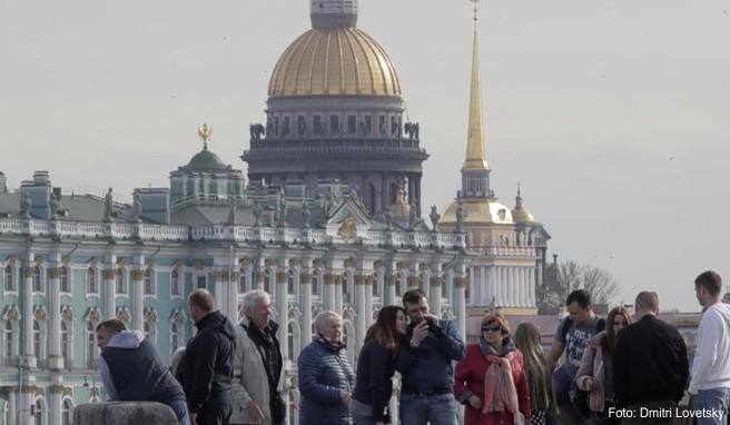 Der Winterpalast gehört zu den Sehenswürdigkeiten in St. Petersburg
