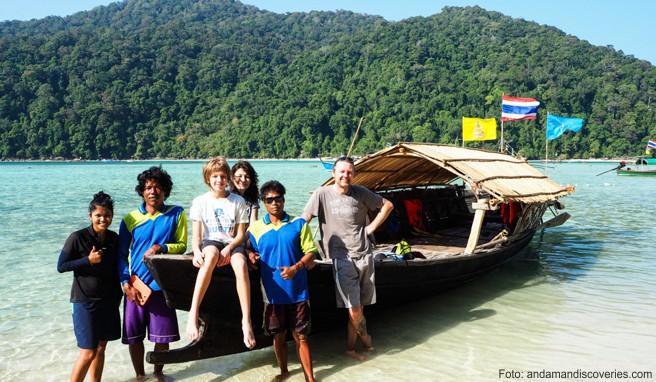 Thailand-Reisende übernachten in Gastfamilien und unternehmen Schnorchel- und Bootsausflüge