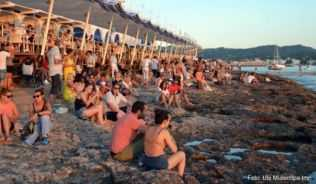 Chillen im »Café del Mar« - eine Sunset-Bar-Legende auf Ibiza
