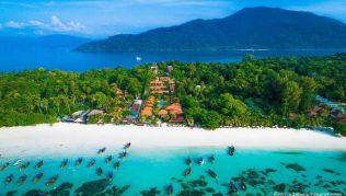 Auf der Insel Koh Lipe findet man puderzuckerfeinen Sand und türkisfarbenes Meer