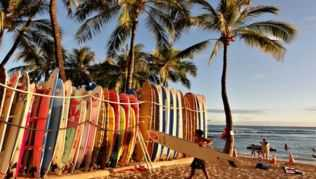 Waikiki Beach in Honululu, Surferparadies und Traumstrand auf Hawaii