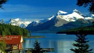 Natur pur am Maligne Lake im Jasper Nationalpark, Kanada