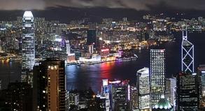Der Ausblick auf Hongkong bei Nacht ist atemberaubend.