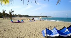 Meeresufer in der Dominikanischen Republik: Insgesamt werden über Ostern 173 Strände und Badeplätze gesperrt. Klassische Touristenregionen sollen aber nicht betroffen sein.