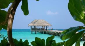Urlaubsparadies auf den Malediven: Einerseits sind luxuriöse Fernreisen immer beliebter, andererseits schauen viele Urlauber zunehmend auf den Preis.