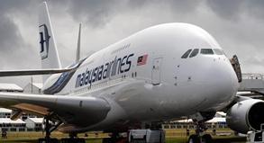 Manch ein Fluggast würde gerne einmal in einem der Riesenvögel Platz nehmen.