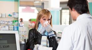Wer an einer Nasennebenhöhlenentzündung leidet sollte nicht unbedingt fliegen.