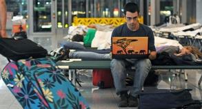 Träumen von Afrika: Wessen Flug offiziell gestrichen wird, kann kostenlos umbuchen, muss aber oft Unannehmlichkeiten wie Wartezeiten und Notunterkunft in Kauf nehmen.