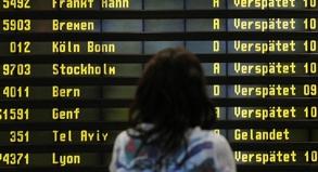 Verspätungen können den Reiseplan gehörig durcheinanderwirbeln. Fluggäste sollten daher beim Umsteigen einen Zeitpuffer einplanen.