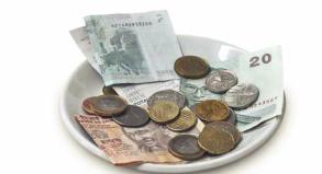Oft fühlen sich Reisende überfordert mit der Frage: Wie viel Trinkgeld gebe ich?