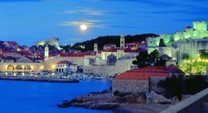 Eine der wichtigsten Sehenswürdigkeiten bei einem Urlaub in Kroatien ist die Altstadt von Dubrovnik, die zum Unesco-Weltkulturerbe gehört.